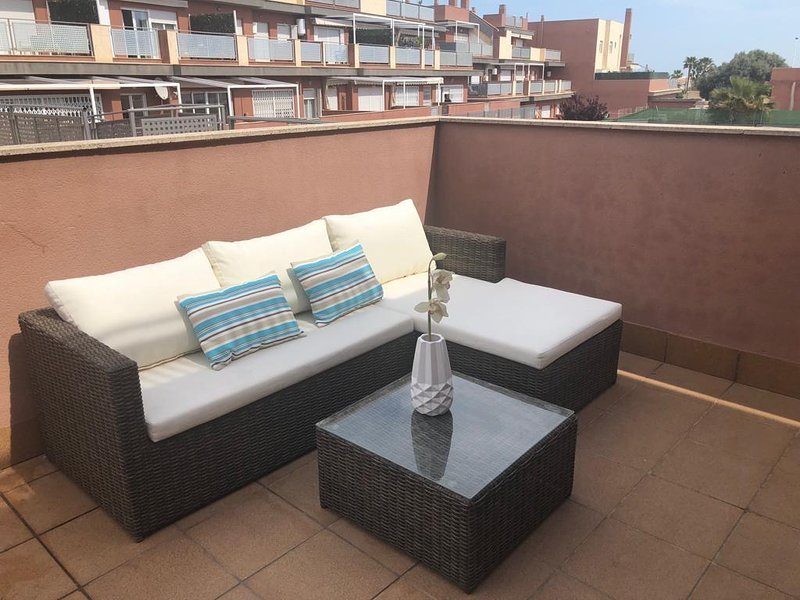 Amazing apt with shared pool & Wifi, holiday rental in Gran Alacant