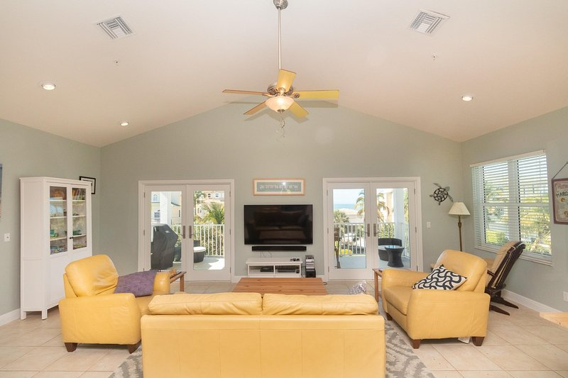 Spacious 4-Bed & 3.5-Bath Beach Home w/ Elevator | Sleeps 14, vacation rental in Survey Creek