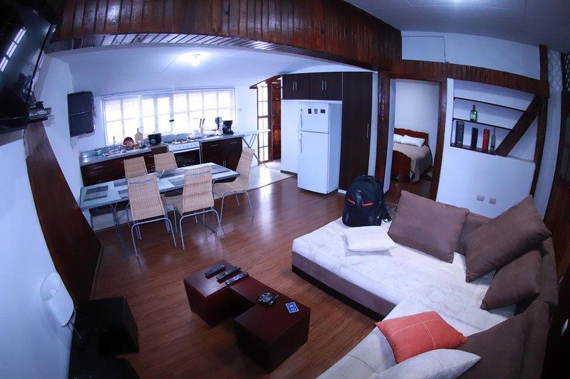 Moderno Departamento en Centro Histórico con Terraza, vacation rental in Cuenca