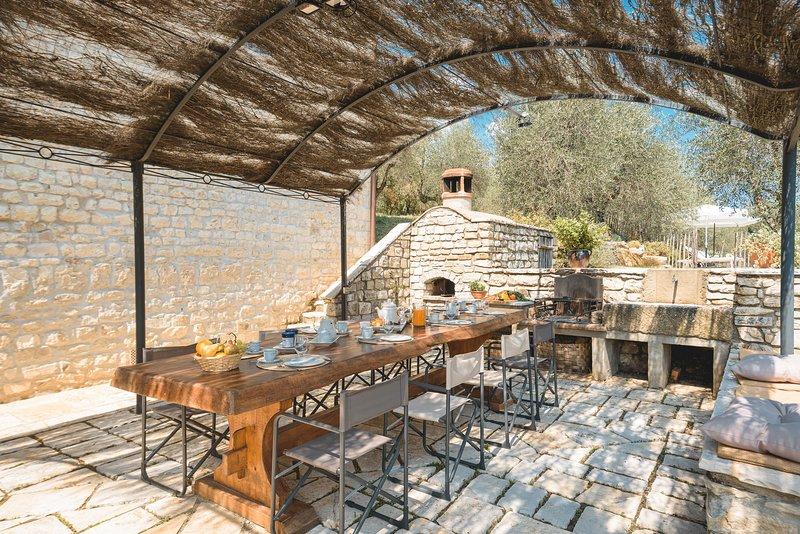 Luxury villa close Florence in the Chianti area. 8 bedrooms with pool, Il Forte!, location de vacances à Bagno a Ripoli