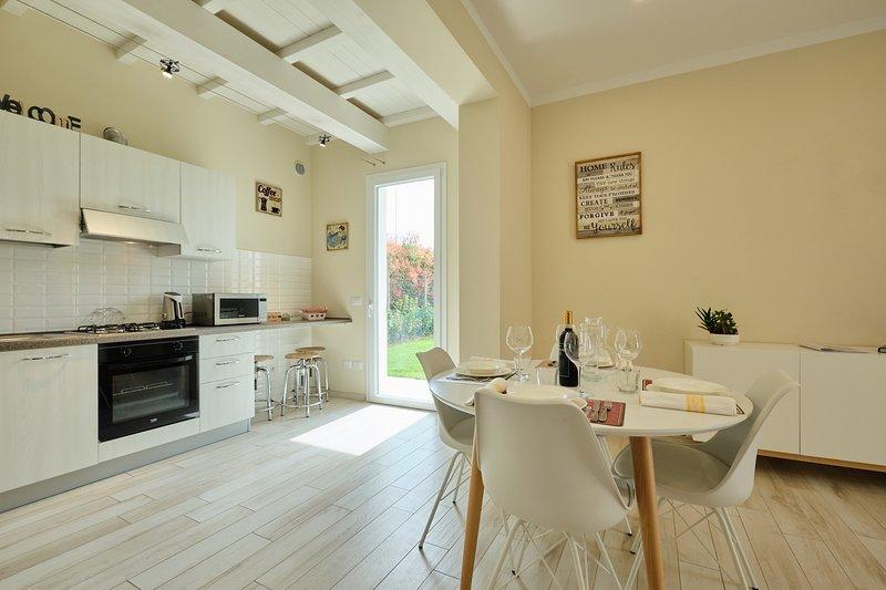Family Apartment Fucecchio, aria condizionata, WiFi, giardino e barbecue, vacation rental in Santa Croce Sull'Arno