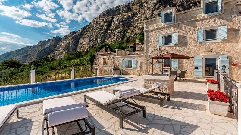 Villa NARESTE, pool & sea view, holiday rental in Dugi Rat
