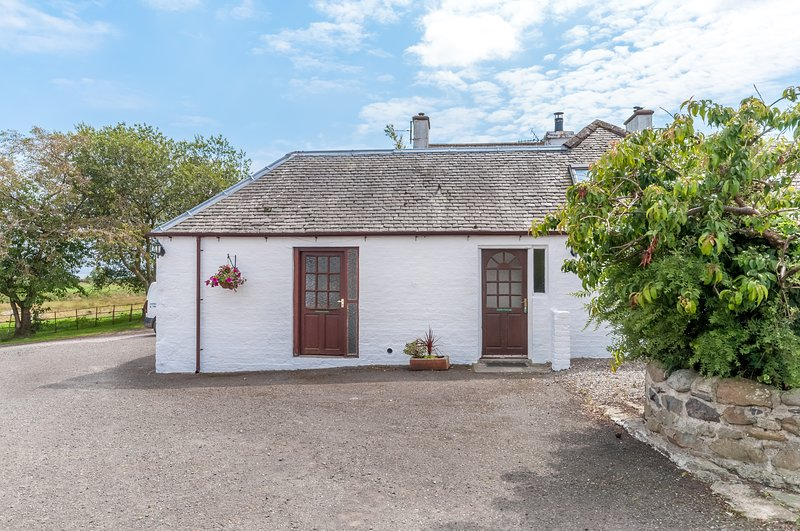 Courtyard Cottages Garden, vacation rental in Newton Stewart