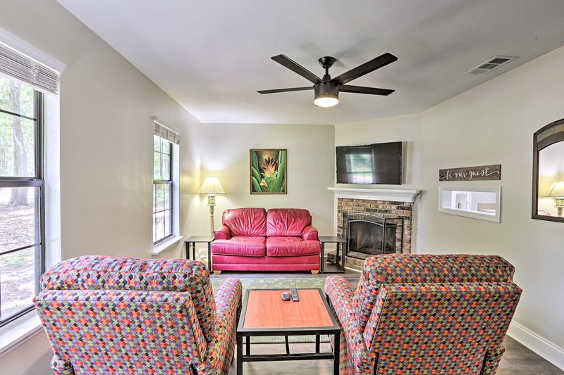 Charming Tallahassee Townhouse - 3 ½ Miles to FSU!, holiday rental in Tallahassee