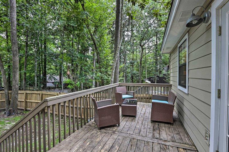 Disfruta de la combinación perfecta de privacidad y comodidad en esta casa de Tallahassee.