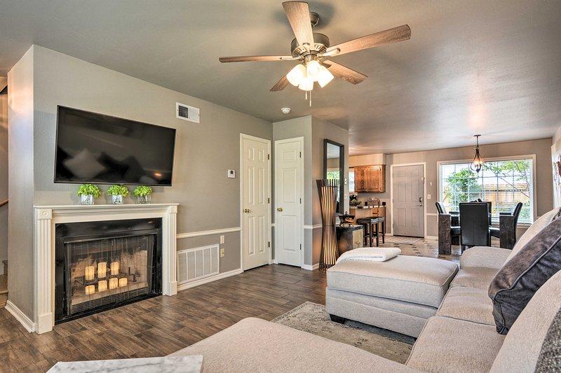 Fayetteville Home w/ Patio - 3 ½ Mi to Downtown, location de vacances à Johnson