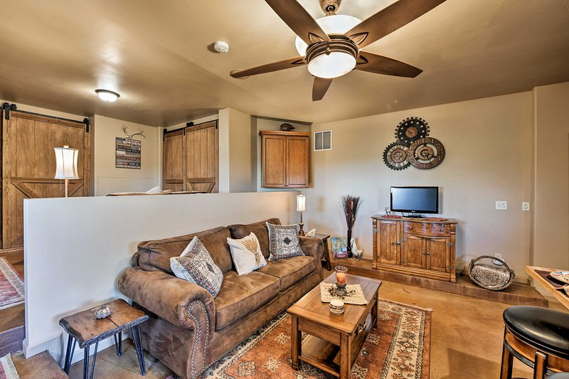 Grass Valley Studio w/ Mtn Views & Hot Tub!, holiday rental in Georgetown