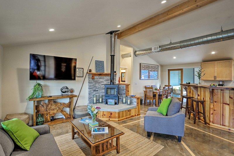 Arcata Area Home w/ Courtyard, 10 Mi to Coast, vacation rental in Willow Creek