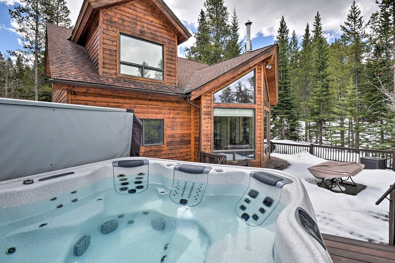 Home w/ Deck, 3 Mi to Main St Breck + Ski Resort!, location de vacances à Breckenridge
