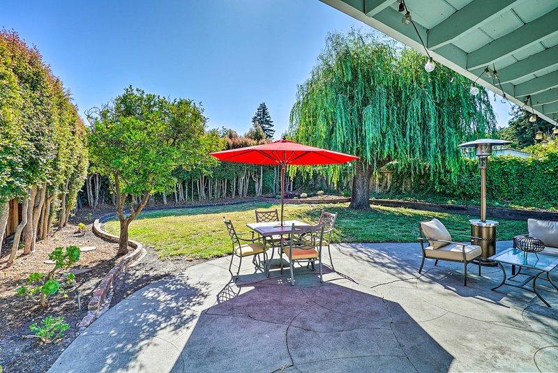 Tu e i tuoi compagni di viaggio preferiti adorerete questo cottage di Santa Cruz.