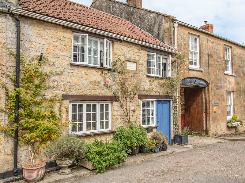 King Charles Cottage, Broadwindsor, holiday rental in Shave Cross