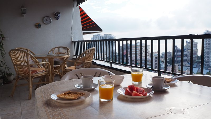 Apartamento en playa de San Juan, nice seaview and near beach, vacation rental in Sant Joan d'Alacant