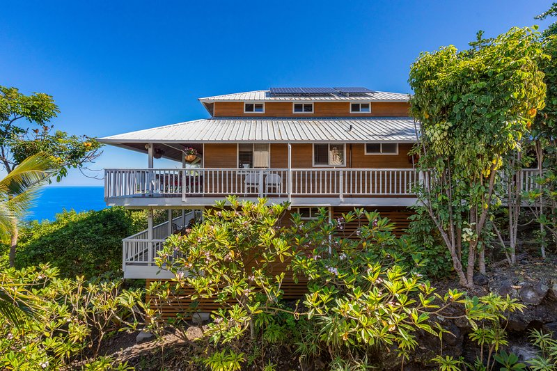 $75 OFF Special--BEACH Villa--Sweeping OCEAN  VIEWS! 2 Min. BEACH!, location de vacances à Captain Cook