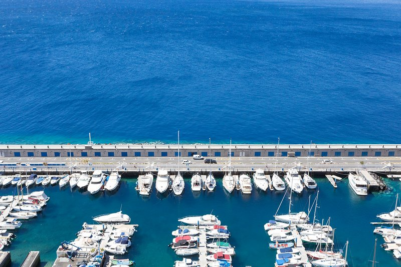 OCEANVIEW CONDO W BALCONY LUXURIOUS & ¡BRAND NEW!, location de vacances à Radazul