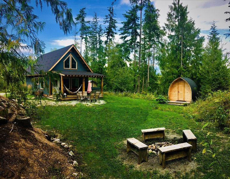 Bluebird Chalet-Chalet One, holiday rental in Canoe