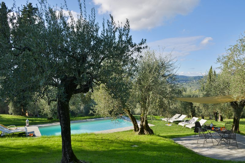 VILLA NEAR FLORENCE WITH POOL, holiday rental in Osteria Nuova