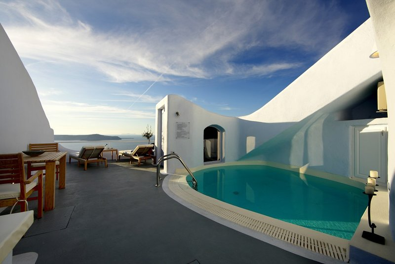 BlueVillas | Villa The Cave | Private pool with volcano view close to Fira, holiday rental in Firostefani