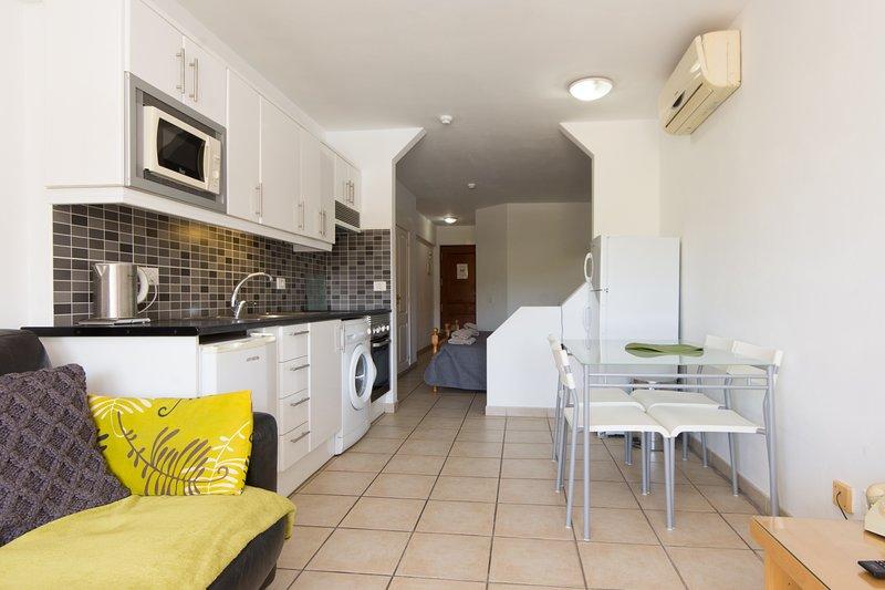 Costa Adeje studio apartment in a fantastic location, aluguéis de temporada em Costa Adeje