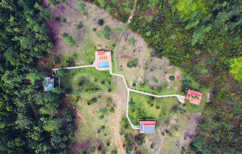 Mahalo House à l'extrême gauche, Pua Villa au milieu, Mango Villa à l'extrême droite.
