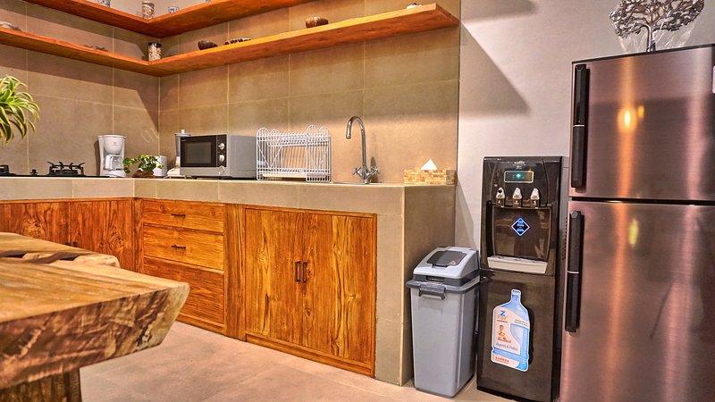 Kitchen appliances & amenities