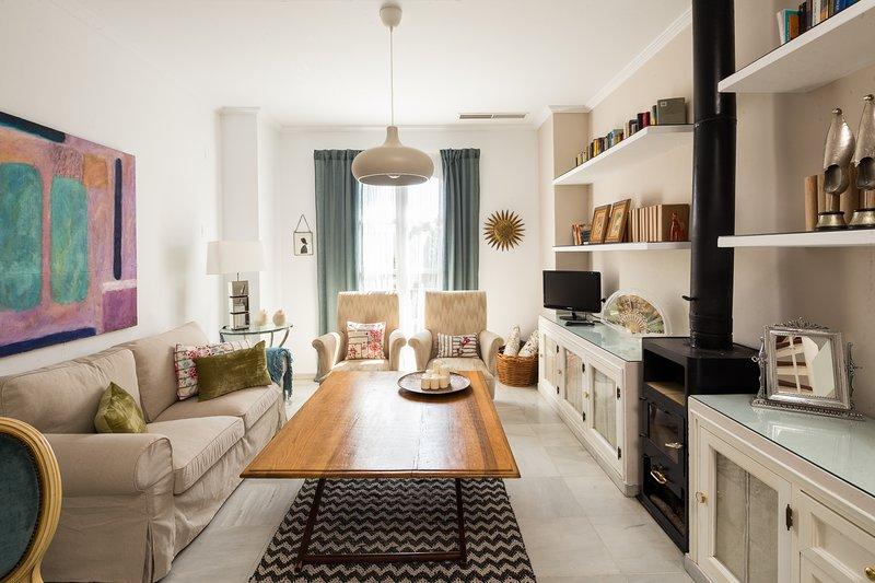 Menendez Terrace. 2 bedrooms, 2 bathrooms, private terrace, holiday rental in La Lantejuela