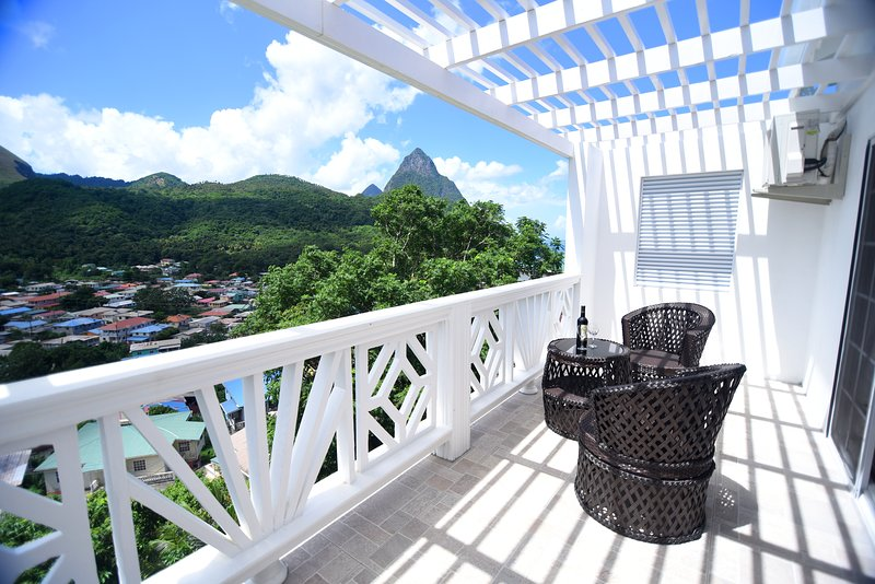 Mount Gimmie Apt At Sugarmon Villas, holiday rental in Soufriere