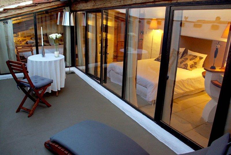 Triple room L'Arlésienne aire acondicionado, cabina de ducha, wc, terraza privada en la azotea