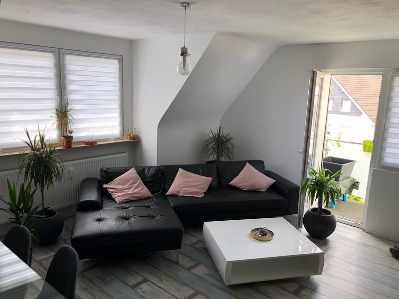 Tolle, neu renovierte Dachgeschosswohnung im Herzen der Stadt, Ferienwohnung in Ennepetal