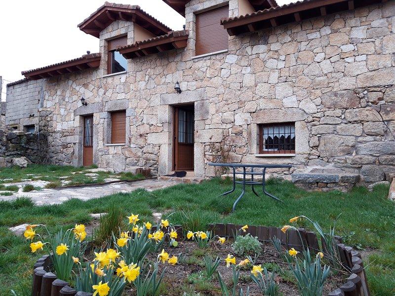 CASA RURAL LOS ARROYOS, holiday rental in Pradosegar