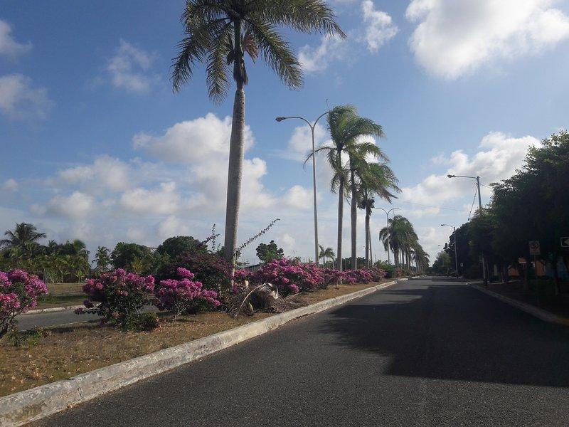 Cerca de la playa, pero en una zona tranquila y segura, aluguéis de temporada em Boca Chica