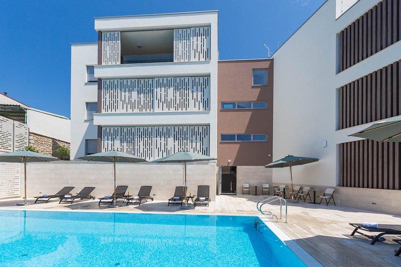 Gli appartamenti con 2 camere da letto dispongono di un'ampia area piscina per momenti indimenticabili
