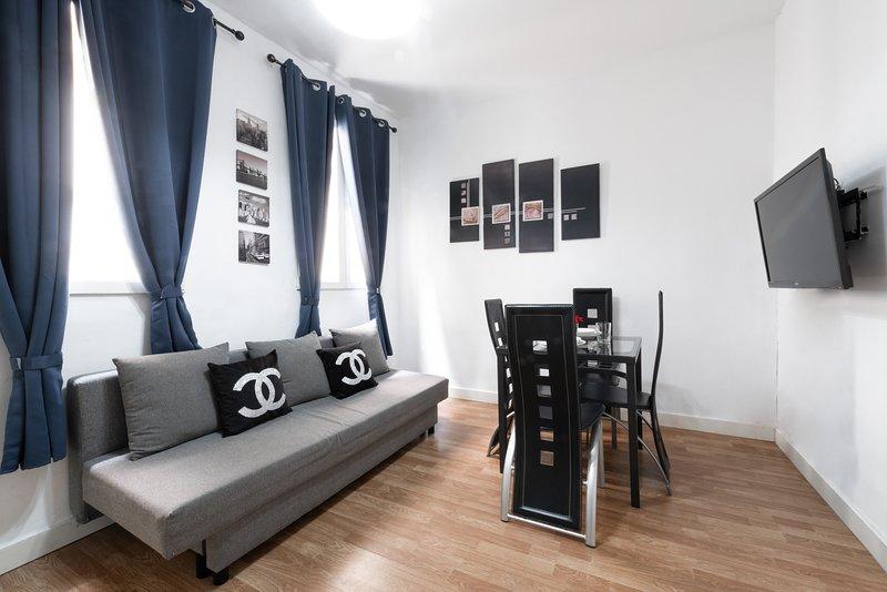 Salon avec canapé et canapé / Salon avec salle à manger et canapé-lit