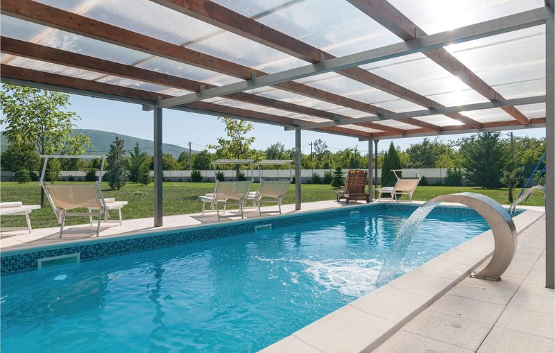 Nice home in Neoric with Outdoor swimming pool, WiFi and 4 Bedrooms (CDE840), holiday rental in Radunic