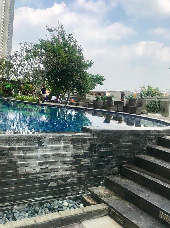 Zwembad met buitenbad