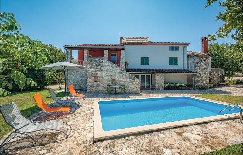 Stunning home in Rovinj with WiFi and 5 Bedrooms (CIV399), alquiler vacacional en Rovinjsko Selo