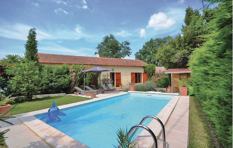 Amazing home in Tulette with WiFi and 4 Bedrooms (FPD169), location de vacances à Saint-Maurice-sur-Eygues