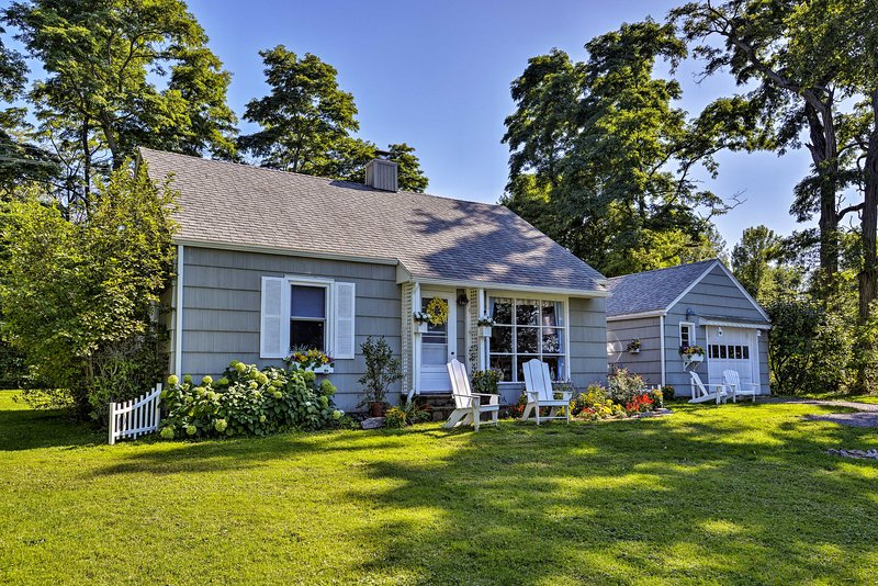 This 3-bed, 2-bath vacation rental sits on the edge of St. Lawrence River!