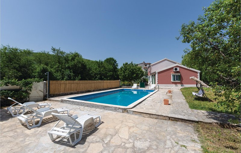 Awesome home in Gizdavac with WiFi and 3 Bedrooms (CDE341), holiday rental in Radunic