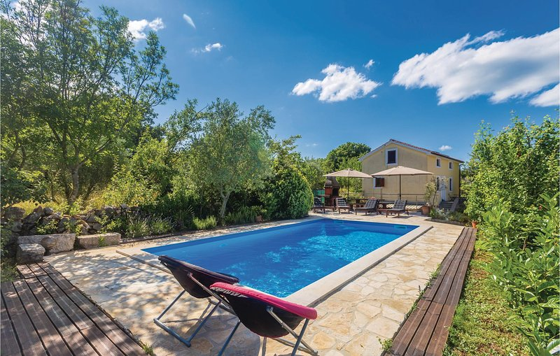 Amazing home in Malinska with WiFi and 3 Bedrooms (CKK807), location de vacances à Sveti Vid-Miholjice