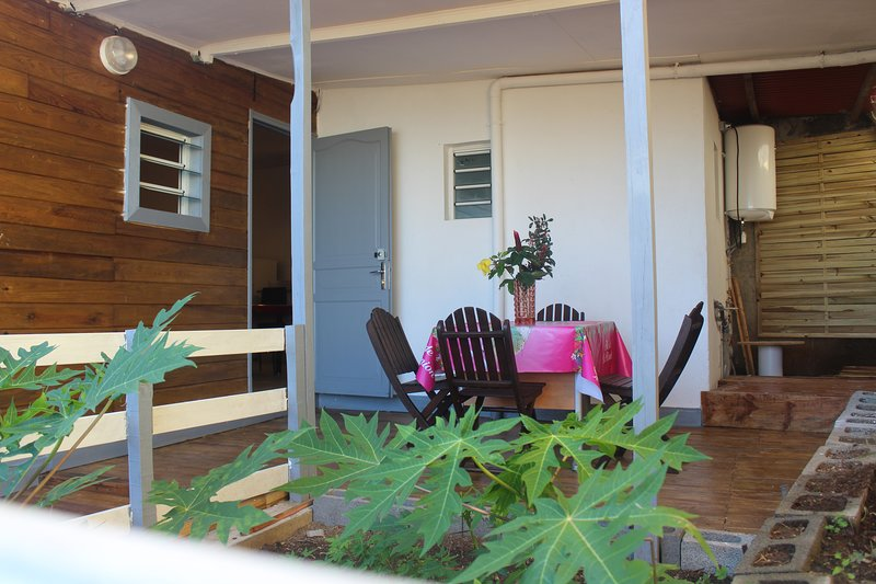 Nice house with sea view & terrace, vacation rental in Petite-Ile