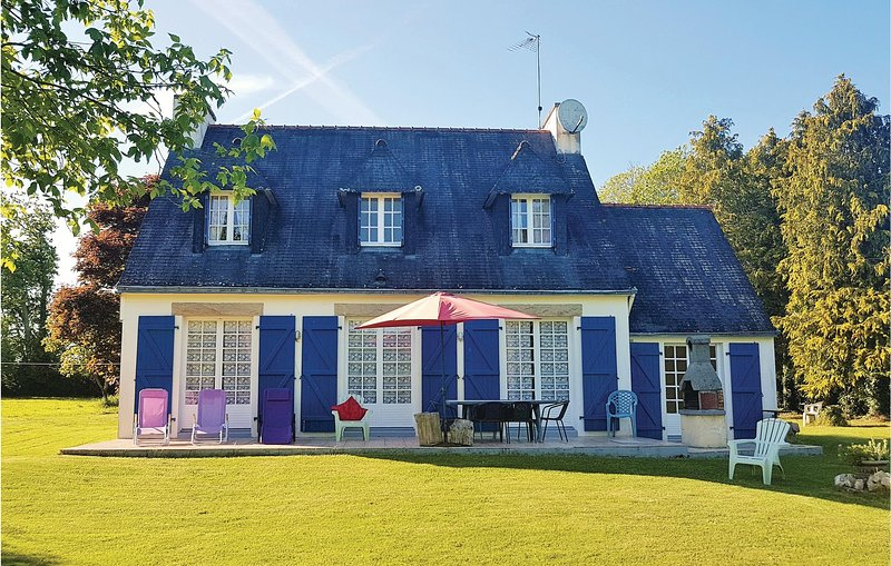 Beautiful home in Concarneau with WiFi and 4 Bedrooms (FBF429), location de vacances à Rosporden