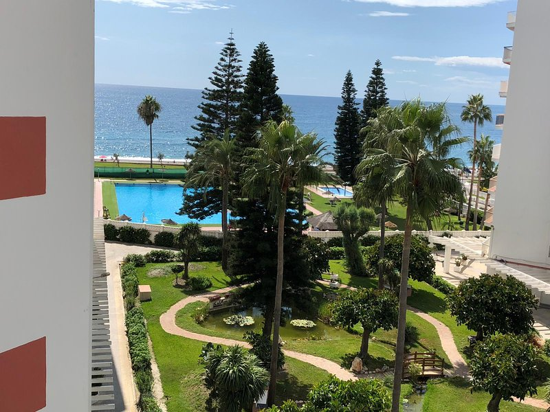 nuevo apartamento 1ª linea de playa!!!!!!, holiday rental in Salobrena