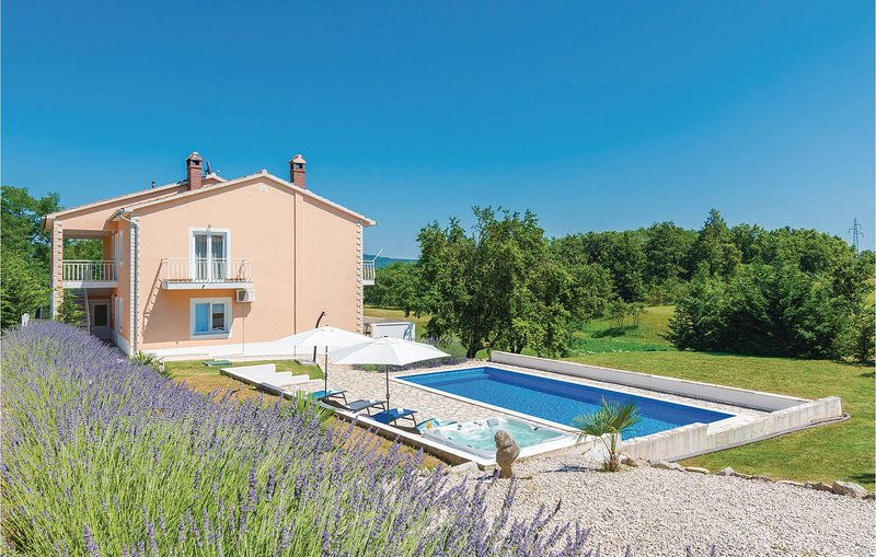 Amazing home in Nedescina with WiFi and 3 Bedrooms (CIK729), location de vacances à Nedescina