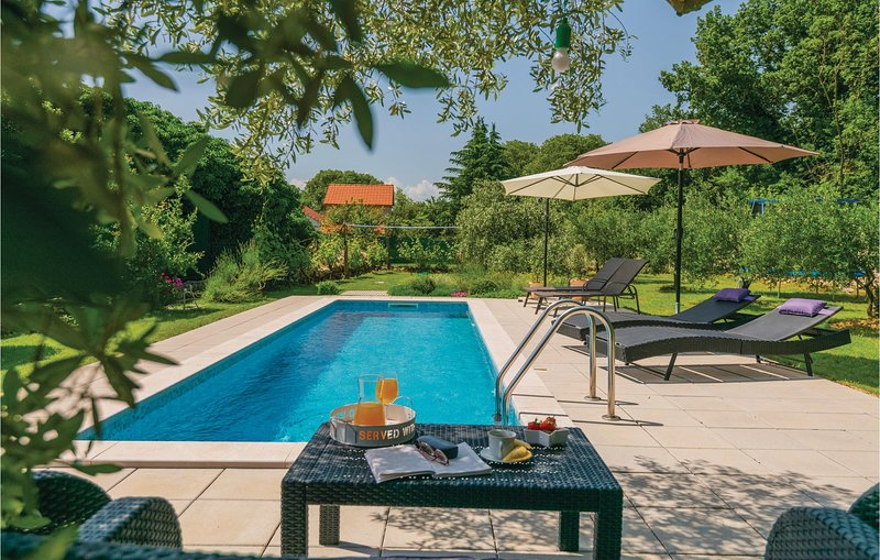 Stunning home in Vinjani Donji with WiFi and 3 Bedrooms (CDF439), location de vacances à Posusje