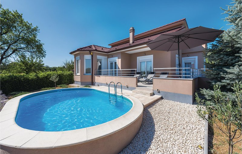 Awesome home in Badanj with WiFi and 3 Bedrooms (CDJ349), casa vacanza a Zverinac