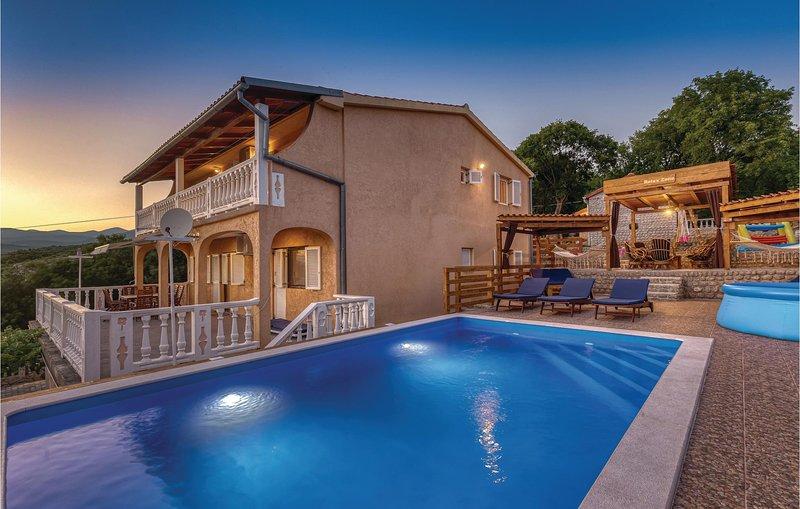 Beautiful home in Donji Zagon with WiFi and 6 Bedrooms (CKN544), casa vacanza a Donji Zagon