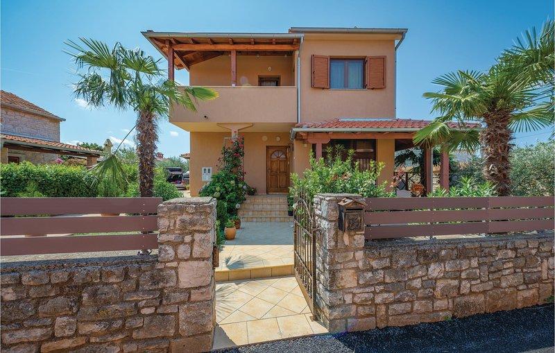 Beautiful home in Rovinj with 3 Bedrooms (CIV438), alquiler vacacional en Rovinjsko Selo
