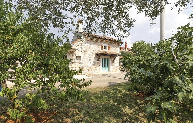 Awesome home in Porec with WiFi and 2 Bedrooms (CIE231), holiday rental in Fuskulin