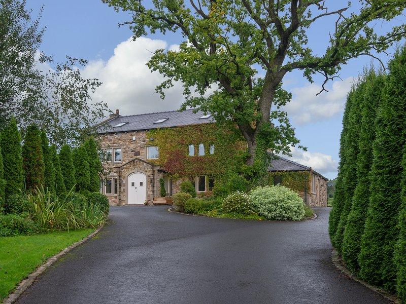SOMERWOOD, luxury house, woodburner, en-suites, cinema, snooker table, hot tub, holiday rental in Oswaldtwistle