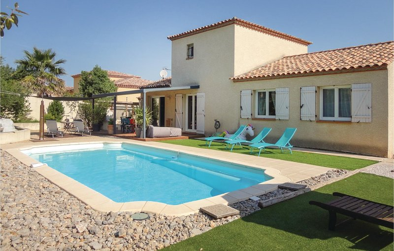 Beautiful home in Montblanc with WiFi and 4 Bedrooms (FLH220), casa vacanza a Montblanc